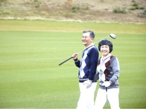 シニアゴルフ夫婦